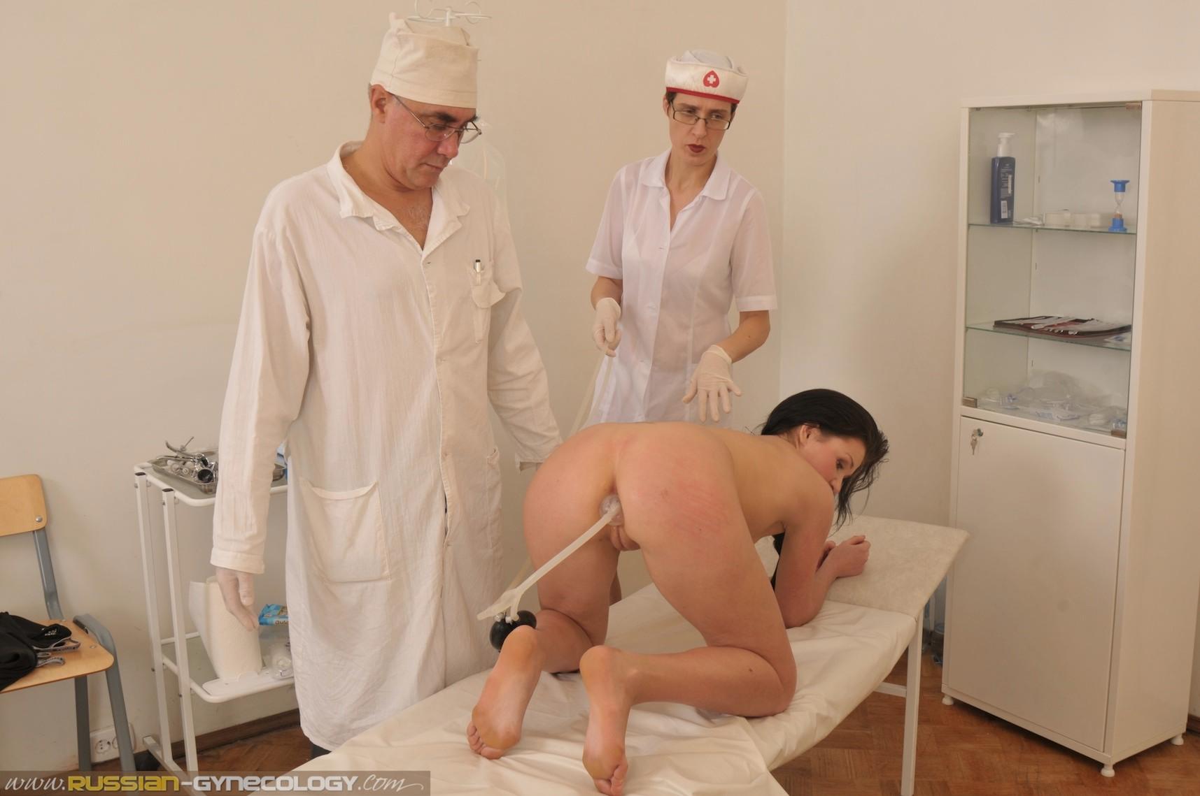 это первый медосмотр девушки клизма д голые вдруг
