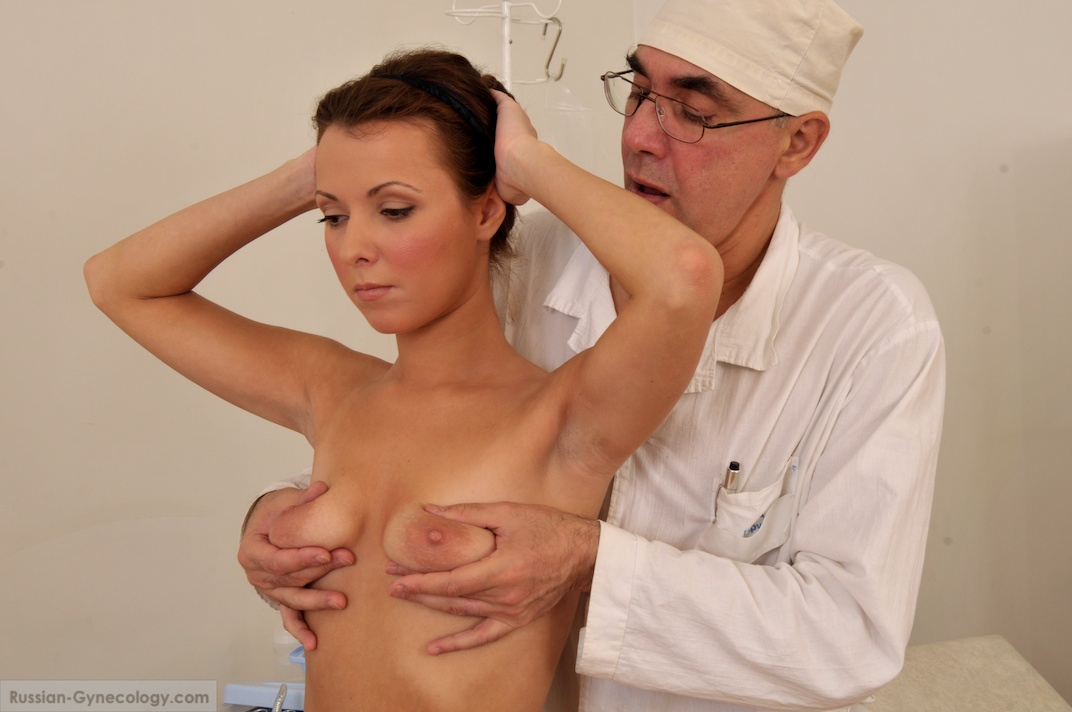 ginekolog-proveryaet-penis